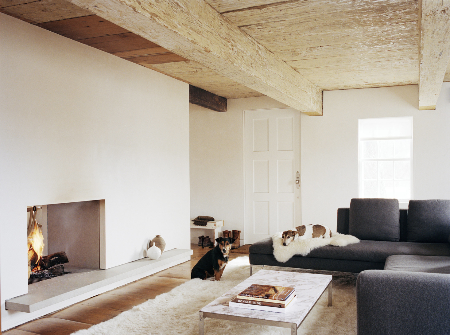 Warm Minimalism: 10 of Our Favorite Contemporary Fireplaces from the Remodelista Archives