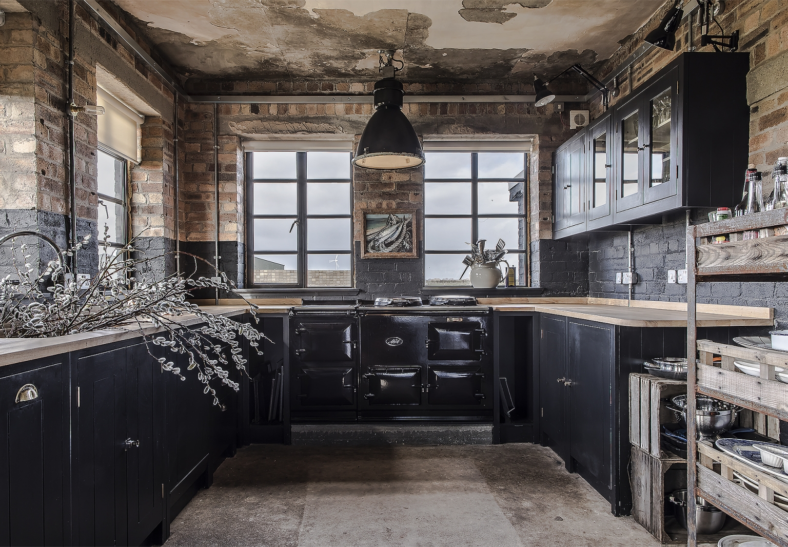 Kitchen of the Week: A Noir Canteen in a Repurposed WWII Control Tower
