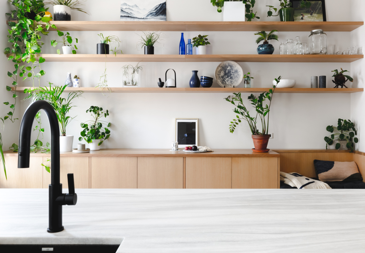 """Kitchen of the Week: A Brooklyn Kitchen Designed Around the Key Words """"Social"""" and """"Minimal but Warm"""""""