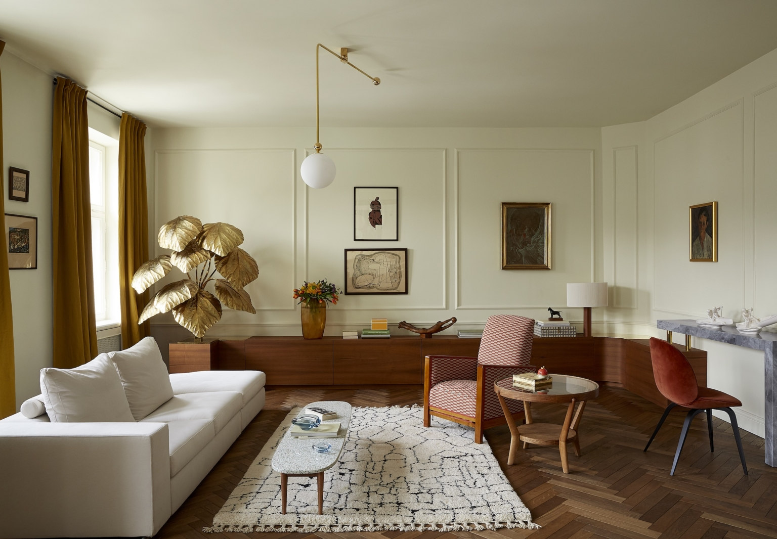 Creative Flow: A Novelist's Elegant Pied-a-Terre by Colombe Studio