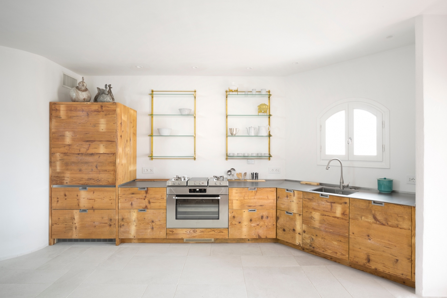 Kitchen of the Week: A Katrin Arens Design in Sardinia with 250-Year-Old Wood