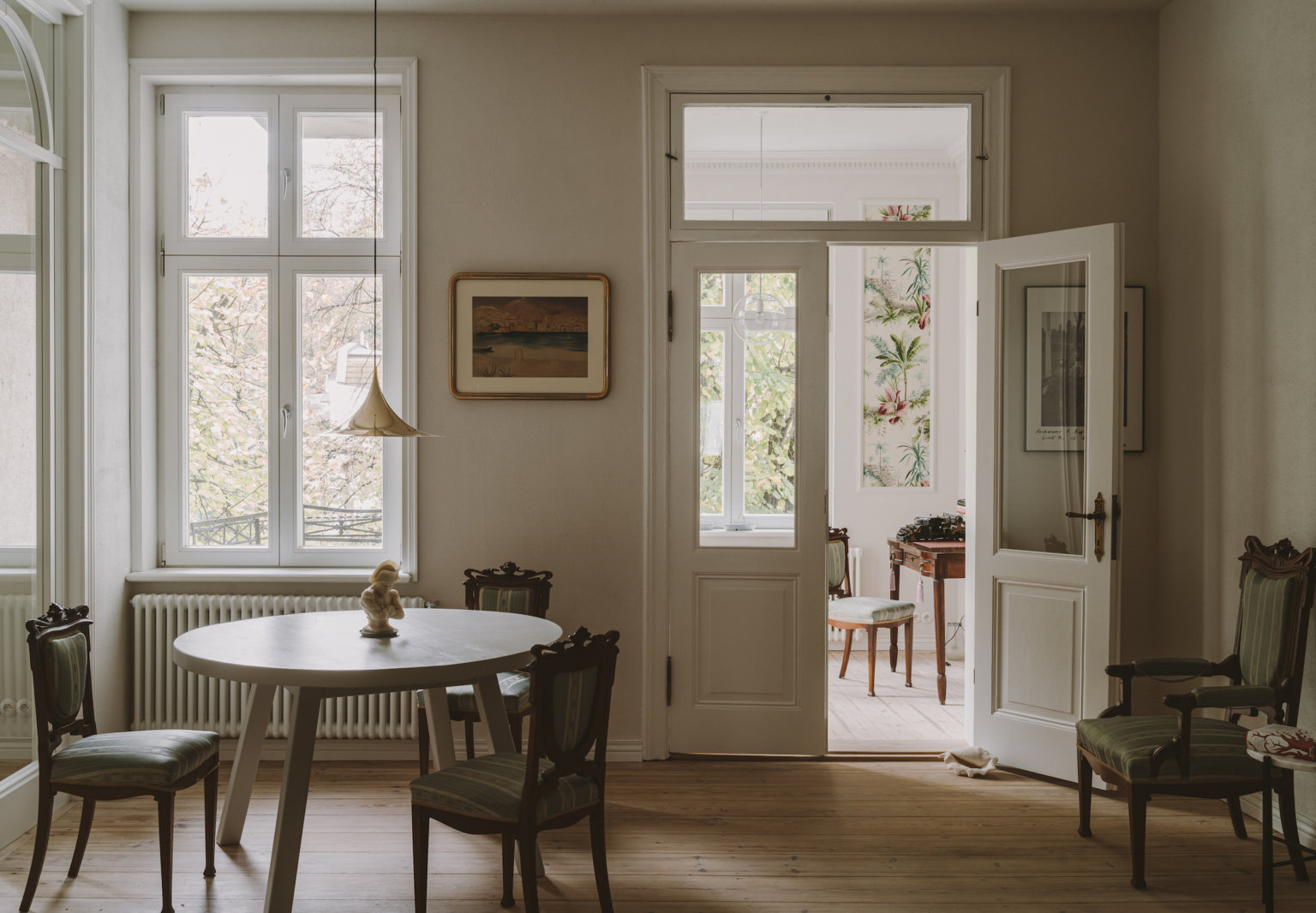 Old World Meets Modern: A Casual but Elegant Pre-War Flat on the Baltic Coast