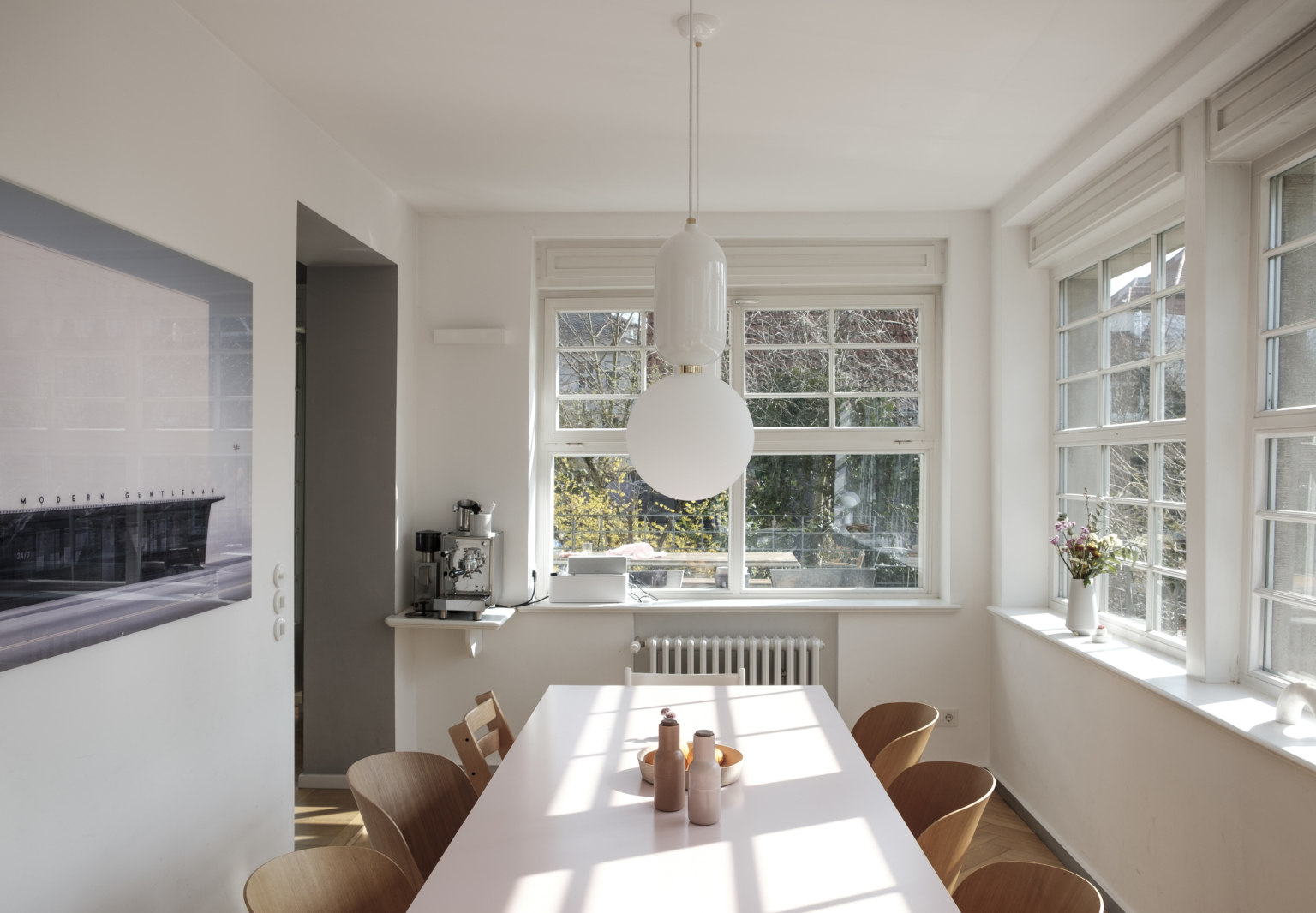 An Updated Neoclassical House for a Modern Minimalist Family