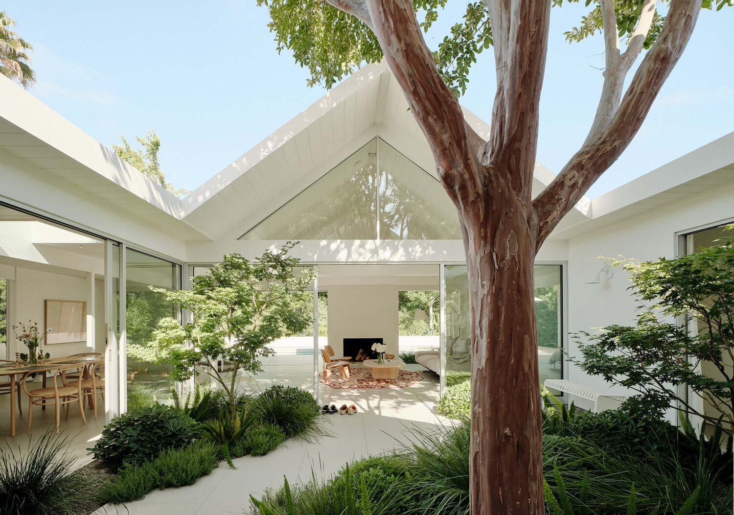 Twin Gables: A Mid-century Eichler House in Silicon Valley Gets a Minimalist Update