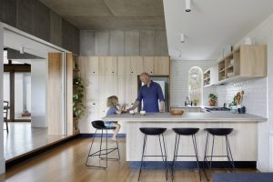 Kitchen of the Week: A Laid-Back Courtyard Kitchen Where 'Family Life Unfolds'
