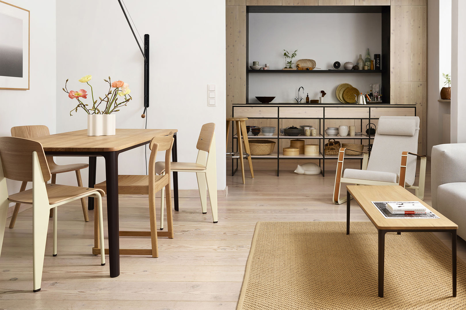 10 Easy Pieces: Metal-Base Dining Tables